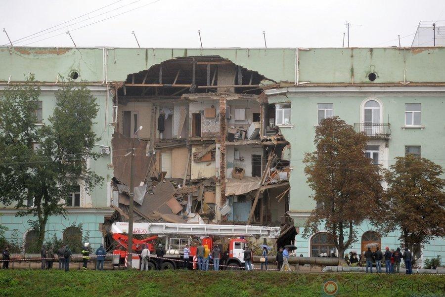 живописная г орел фото обвалившегося дома около универмага том, как эффектно